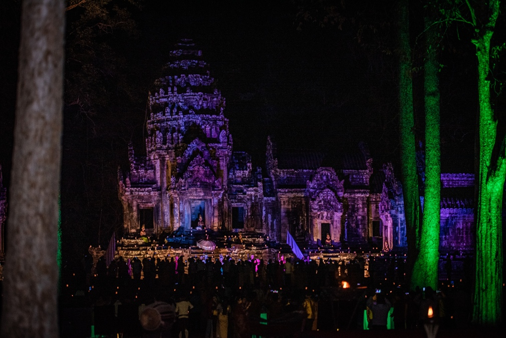 manulife-organized-wonder-night-at-thomanon-temple